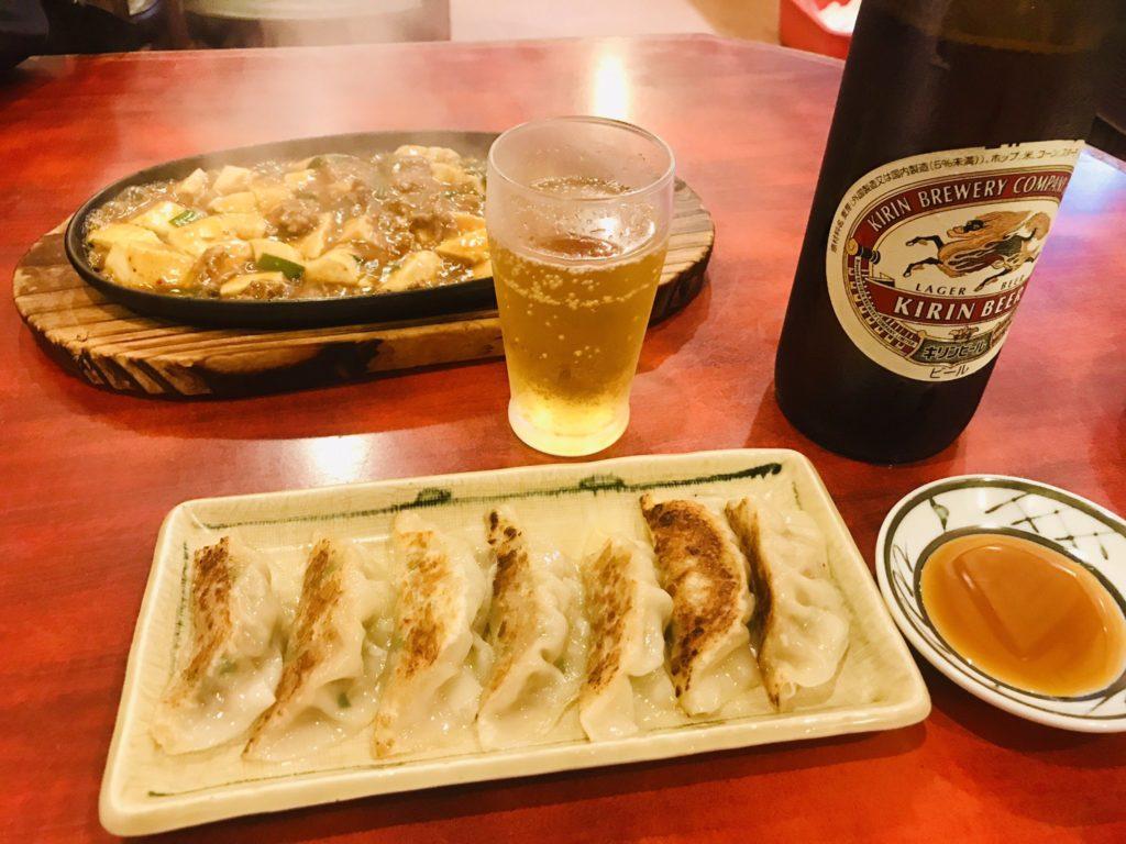 南海園の餃子、麻婆豆腐、ビール。